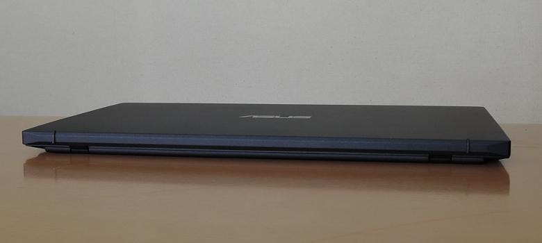 ASUS ExpertBook B9 レビュー 背面