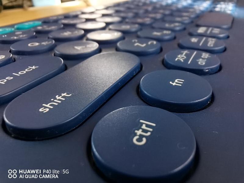 マクロ撮影したキーボード