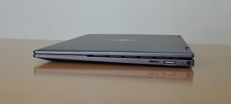 HP ENVY x360 13(ay0000)右側面