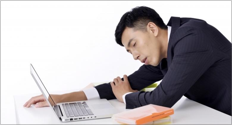 仕事中の眠気の対処方法は