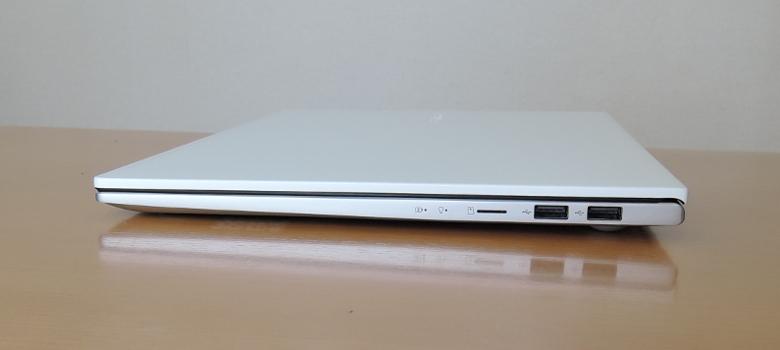 ASUS VivoBook S15 M533IA 右側面
