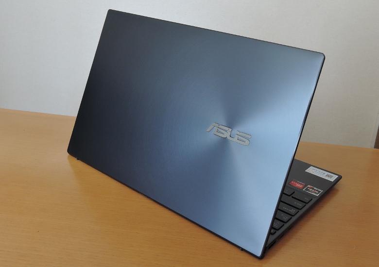 ASUS ZenBook 14 UM425I 天板