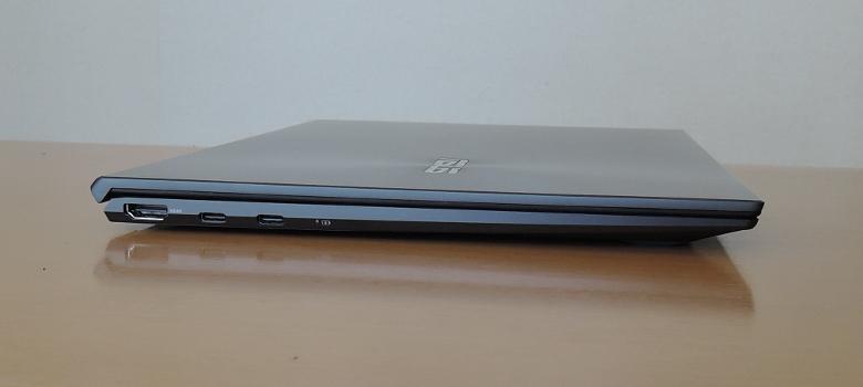 ASUS ZenBook 14 UM425I 左側面