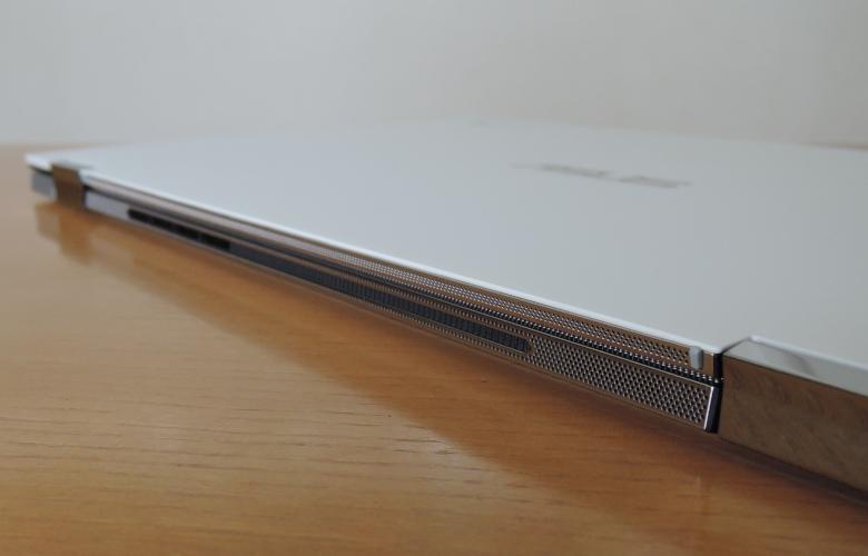 ASUS Chromebook Flip C436FA 背面