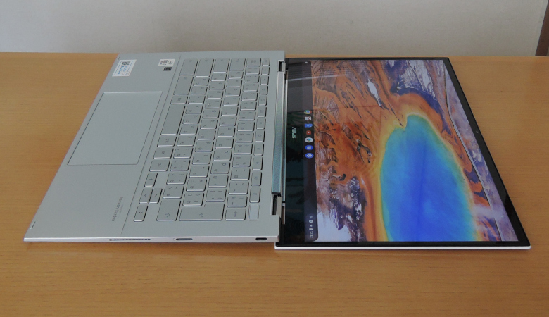 ASUS Chromebook Flip C436FA 水平位置