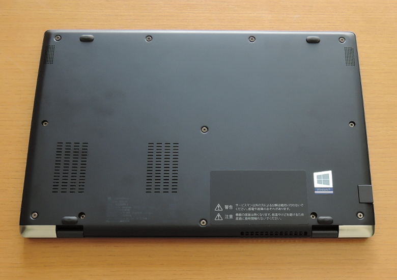 dynabook GZ83 底面