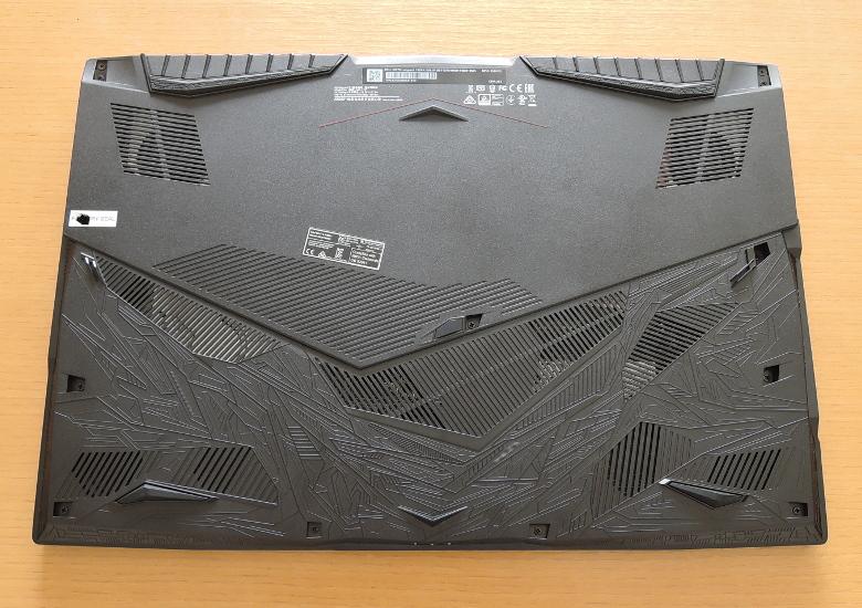 MSI GP75 Leopard 底面