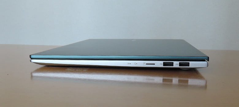 ASUS VivoBook S15 S533EA 右側面