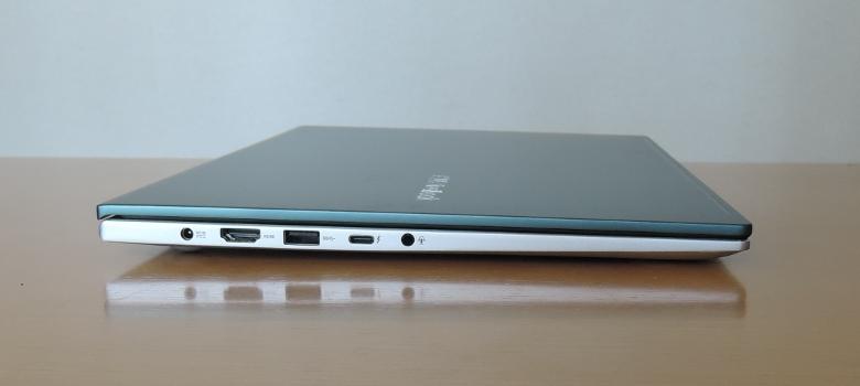 ASUS VivoBook S15 S533EA 左側面