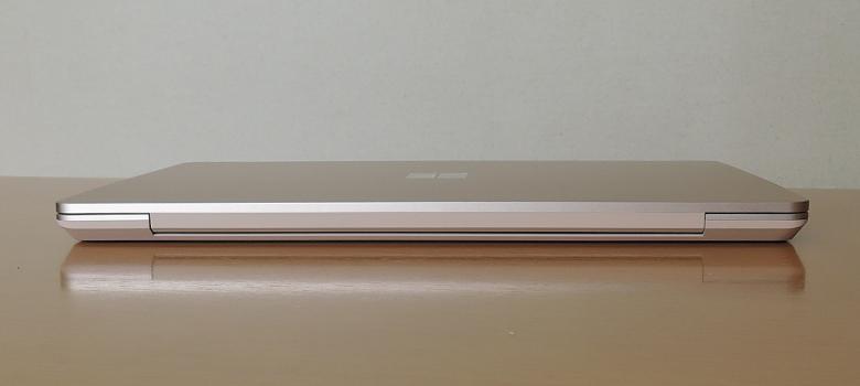 Microsoft Surface Laptop Go 背面