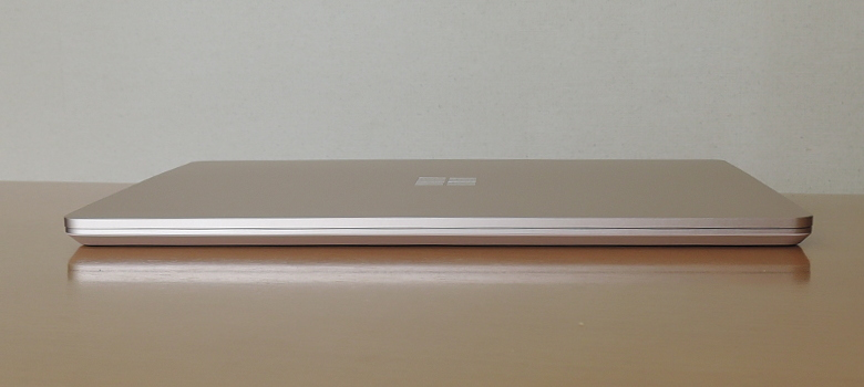 Microsoft Surface Laptop Go 前面