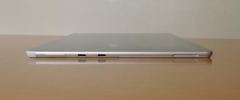 Microsoft Surface Pro X 左側面