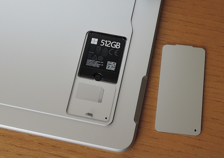 Microsoft Surface Pro X SSDとSIMスロット