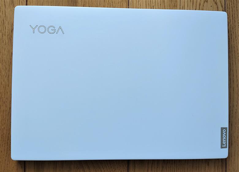 Lenovo Yoga Slim 750i Carbon 天板