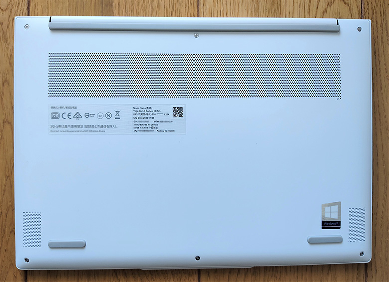 Lenovo Yoga Slim 750i Carbon 底面