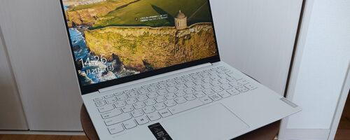 Lenovo Yoga Slim 750i Carbonの実機レビュー - 966gの超軽量ながらMILスペックの堅牢性を備えた、見た目も美しい13.3インチモバイルノート
