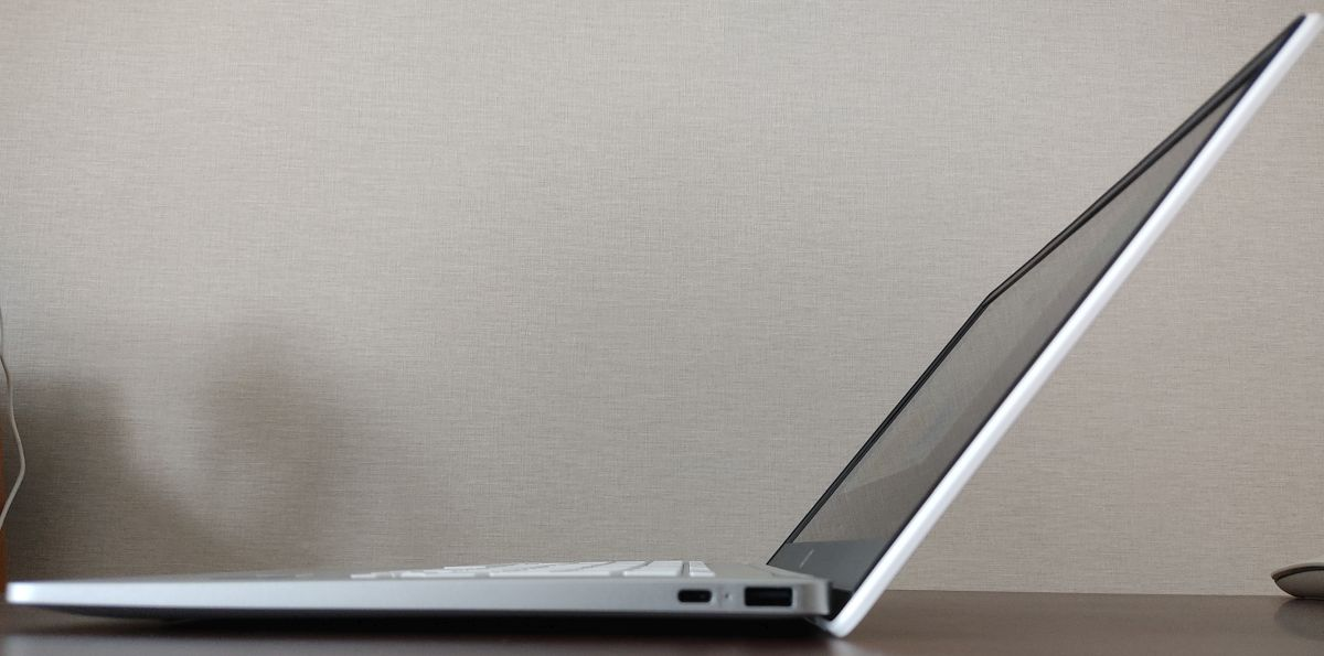 HP Chromebook 14a-na0000 最大開口
