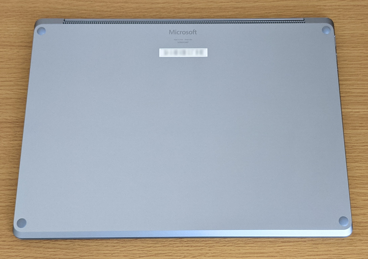 Microsoft Surface Laptop 4 底面