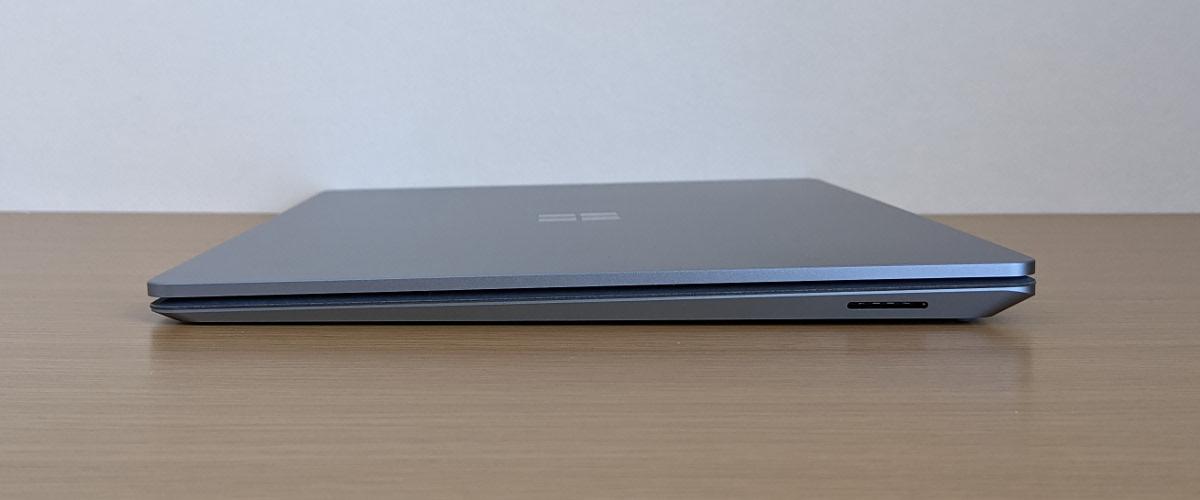Microsoft Surface Laptop 4 右側面