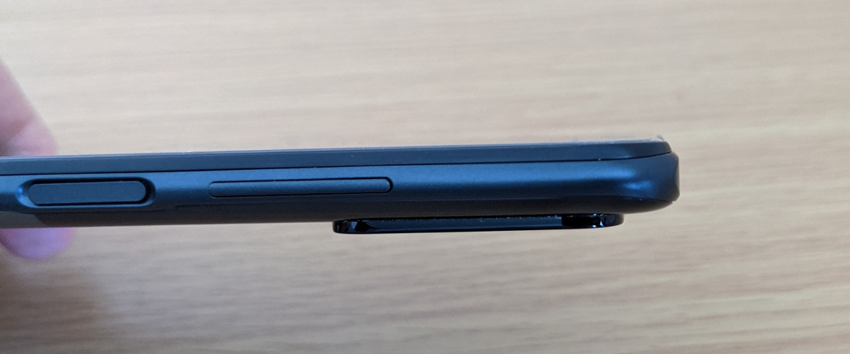 POCO M3 Pro カメラ部分の飛び出し
