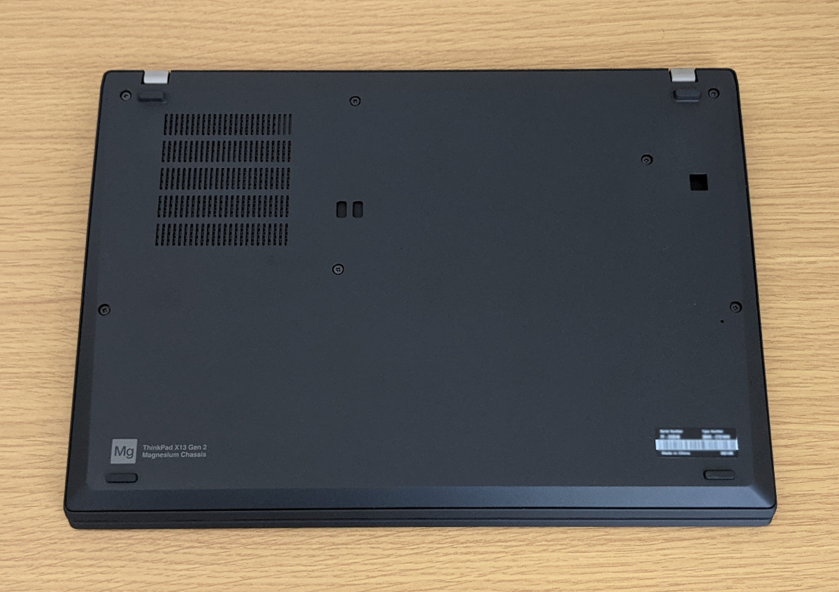 Lenovo ThinkPad X13 Gen 2 底面