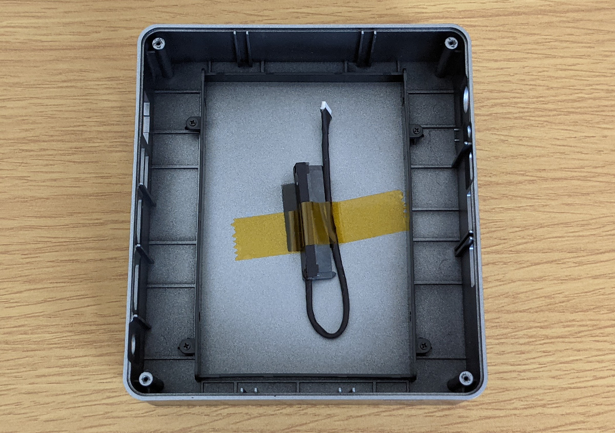 GMK NucBox 2 2.5インチベイ